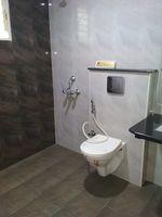13M5U00448: Bathroom 2