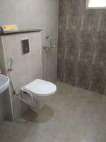 13M5U00448: Bathroom 1