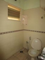 13J6U00309: Bathroom 1