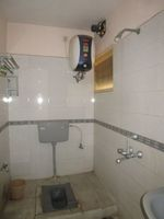 13J6U00309: Bathroom 2