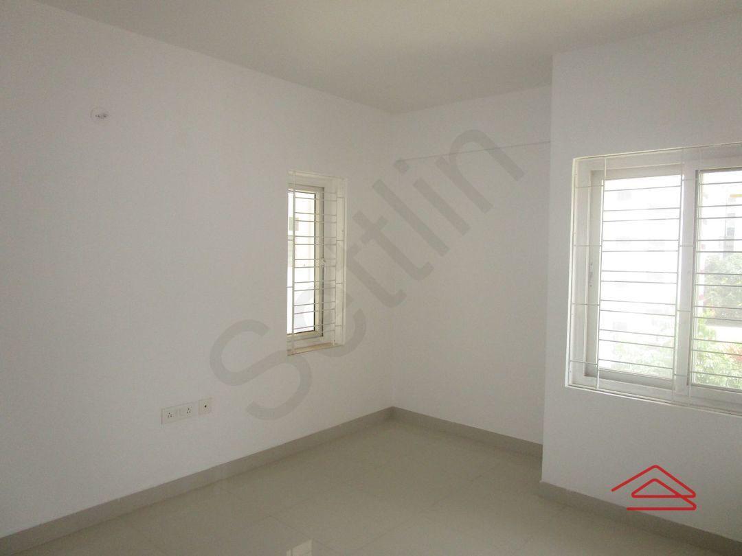 13M5U00572: Bedroom 1
