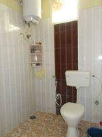 13J1U00152: Bathroom 2