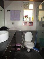 14NBU00235: Bathroom 4