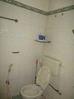 15S9U00931: bathrooms 1