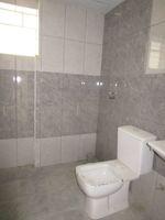 13M5U00257: Bathroom 2