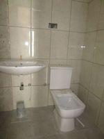13M5U00257: Bathroom 1