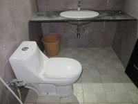 13S9U00038: Bathroom 1