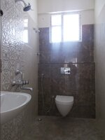 15J1U00075: Bathroom 2