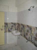 10F2U00018: Bathroom 1