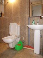 15F2U00007: Bathroom 2