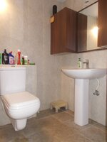 15F2U00007: Bathroom 1