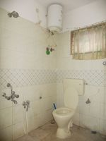 13J6U00372: Bathroom 1