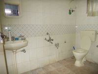 13J6U00372: Bathroom 2