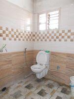 13M5U00393: Bathroom 3