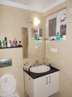 13J1U00092: Bathroom 3