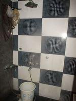 12F2U00098: Bathroom 1