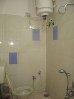 12F2U00098: Bathroom 2
