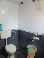 13J7U00016: Bathroom 1