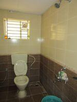 13J7U00016: Bathroom 2