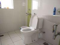 11S9U00142: Bathroom 2