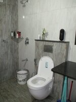 15A4U00330: Bathroom 1