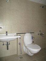 15A4U00429: Bathroom 2