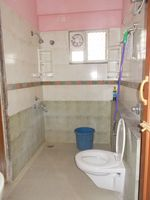 13M3U00019: Bathroom 2