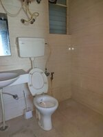 15F2U00095: Bathroom 1