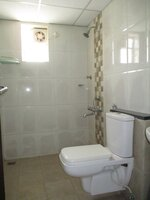 15A4U00120: Bathroom 2