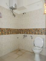 13M5U00134: Bathroom 1