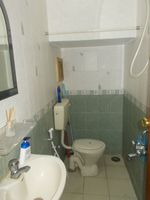 13J6U00011: Bathroom 1