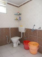 12NBU00281: Bathroom 1