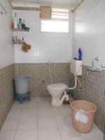 12NBU00281: Bathroom 2