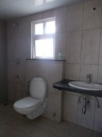 13F2U00605: Bathroom 2