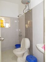 15F2U00059: Bathroom 2