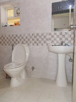 15F2U00059: Bathroom 1