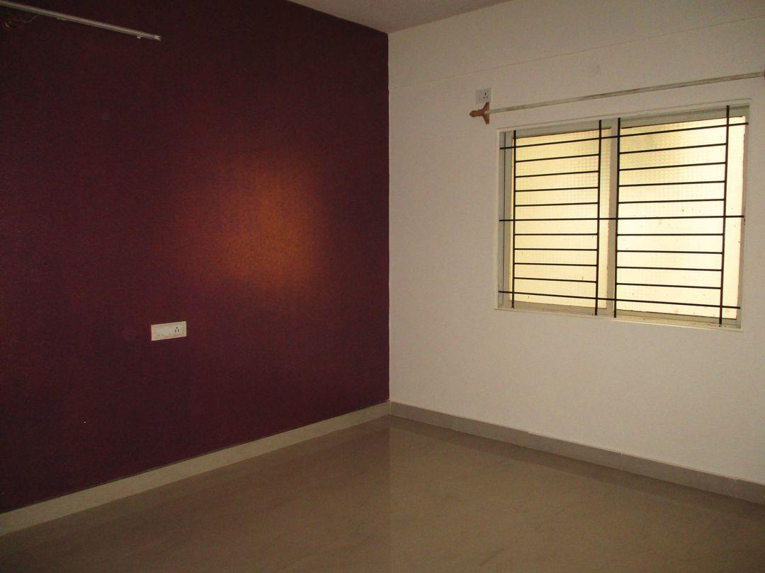 10J7U00319: Bedroom 1