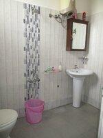 15S9U00687: Bathroom 1
