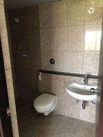 13J7U00384: Bathroom 1