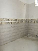 12DCU00121: Bathroom 3