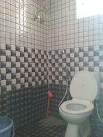 12M5U00169: Bathroom 1