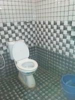 12M5U00169: Bathroom 2