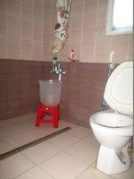 10A8U00320: Bathroom 5
