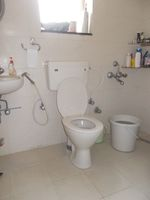 12M5U00015: Bathroom 1