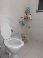 12M5U00015: Bathroom 2