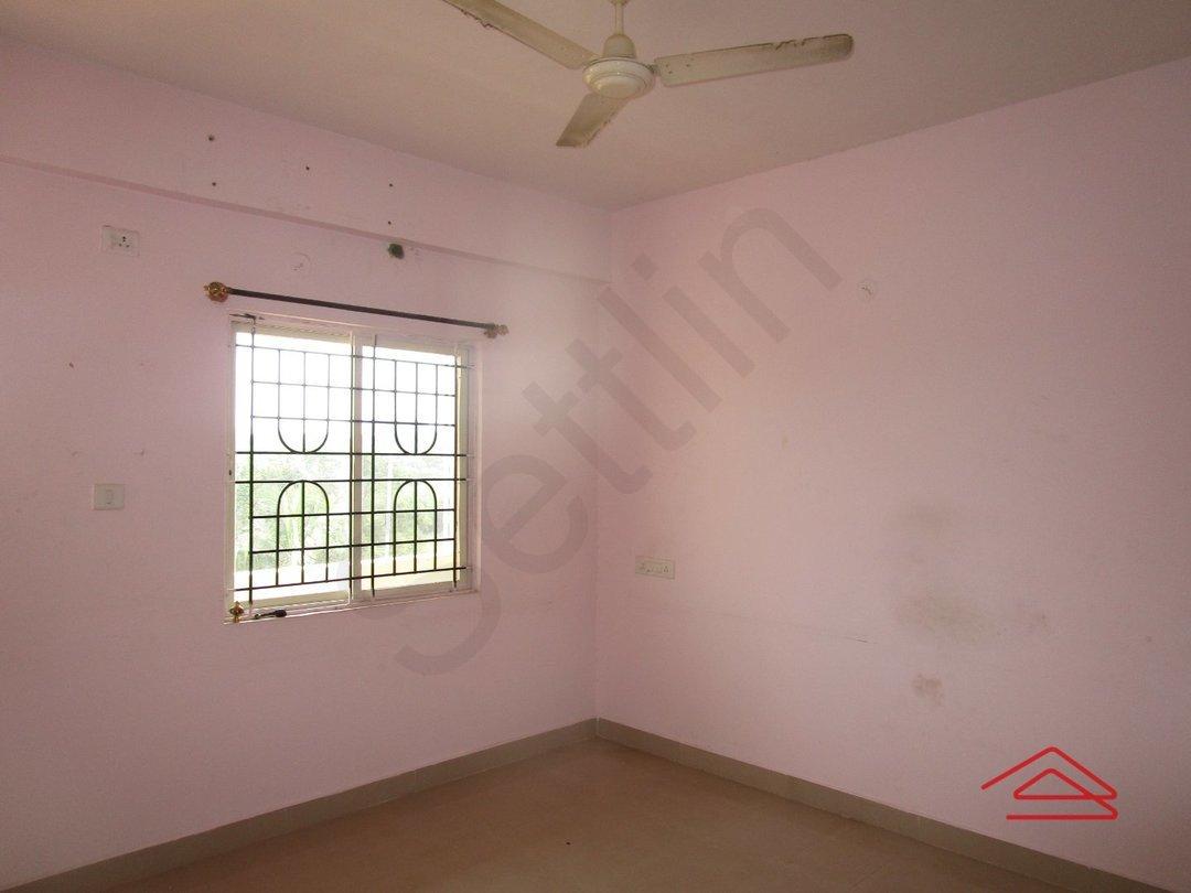 13J7U00035: Bedroom 1