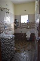 14F2U00379: bathroom 1
