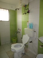 13J7U00440: Bathroom 1