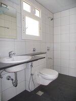 15J1U00493: Bathroom 1