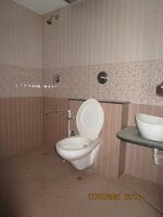 15J7U00140: Bathroom 2